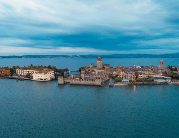 Il castello nel lago