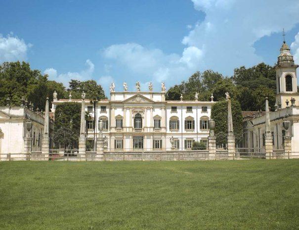Villa Mosconi Bertani 2013